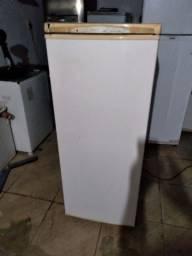 Geladeira Electrolux pequena conservada gela muito bem