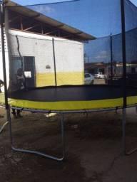 Vendo 2 pula pula e uma piscina de bolinha