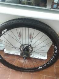 Rodas aro 29 e banco de bicicleta