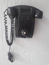 Telefone antigo de disco de parede