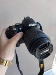 Nikon D3000 nova