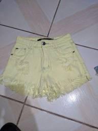 short jeans amarelo