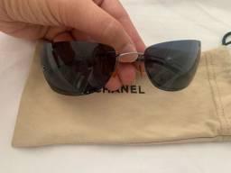Óculos CHANEL original, modelo clássico com pérola na lateral. Oportunidade!