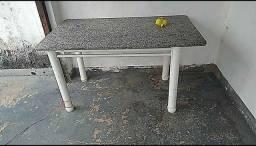 Vendo mesa Em bom estado Obs: não tem cadeiras