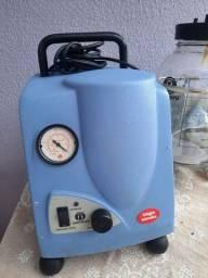 Aparelho de aspiração a vácuo, bivolt, cilindro de vidro com capacidade de 2,5 litros.