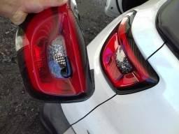 Lanterna traseira Fiat Toro (lente danificada)
