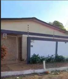 Uma casa e 06 apartamentos (kitnets) sobre 02 lotes....