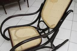 Cadeira De Balanço Antiga Restaurada