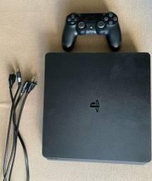 Vendo PS4 1 Tb + Controle com apenas 3 meses de uso.