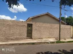 Casa de esquina com 3 quartos e piscina