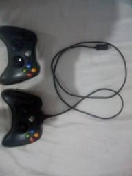 Dois Controles de Xbox 360 com cabo