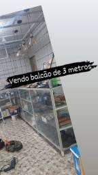 Vendo balcão de 3 Metros por 1,10 e 60cm de fundo.