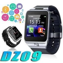Relógio Smartwatch DZ09 - atenda ligações sem<br><br>pegar no celula