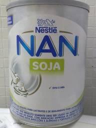 Kit com 12 latas de Nan Soja 800g