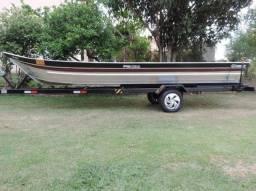 Barco de alumínio bico fino de 6 metros esporte e recreio.