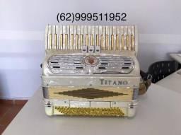 Acordeon Sanfona Titano Italiana 120 Baixos em 2/4 de voz reduzida