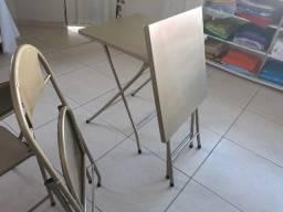 Mesa e cadeira de aço dobrável
