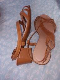 Vendo uma sandália tamanho 34 por 20 reais