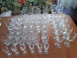 Jogo de 56 taças e copos em vidro