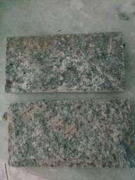 Vendo lote de 640 pedras miracema cinza