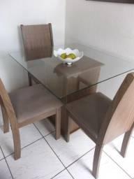 Jogo de mesa com 3 cadeiras