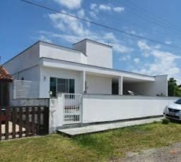 Casa na praia Barra do Itapocu com piscina