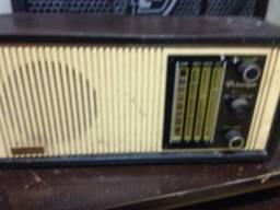 Radio valvulado antigo fragmentos
