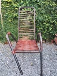 Cadeira de fio (precisa de reparo apenas no lado direito - braço e perna)