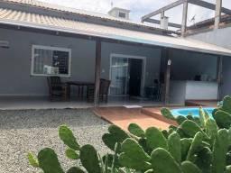 Aluga-se casa com piscina em Itajubá