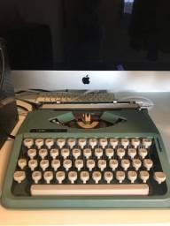 Máquina de escrever Olivetti perfeito estado