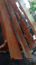 Belicima mesa de madeira