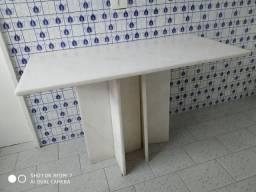 Mesa de mármore branco