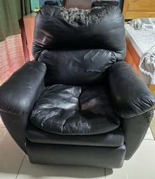 Poltrona de couro reclinável
