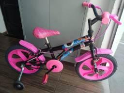 Bicicleta infantil aro 16 da Moana conservada