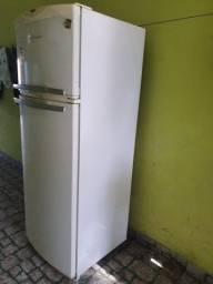 Vendo geladeira com defeito no motor frost free modelo BRM35BBANA