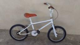 Antiga bicicleta cross