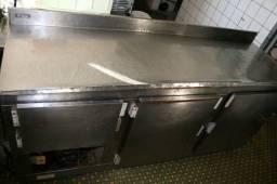 Balcão Inox refrigerado de encosto horizontal