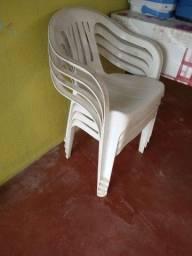 Vendo cadeira de plastico