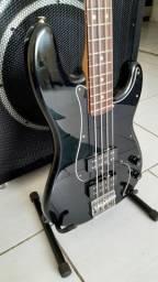 Baixo Fender Precision Blacktop