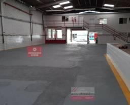 YUN 23 Aluga Galpão 740 m2 com 02 salas, cozinha e banheiros em Jardim Limoeiro