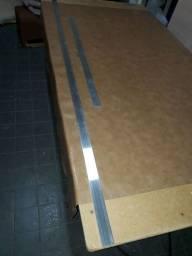Régua de alumínio ideal para riscar tecidos ou qualquer coisa . Medida 200-04- 3/16