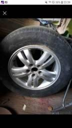 Rodas 16 da Tucson com pneus vendo ou troco por algo de meu interesse