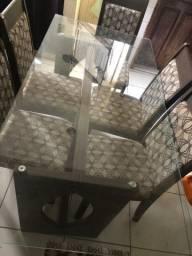 Mesa de vidro 6 cadeiras ?