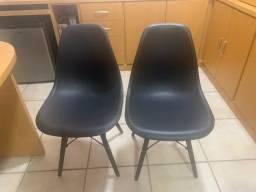 Conjunto com 2 cadeiras Eiffel