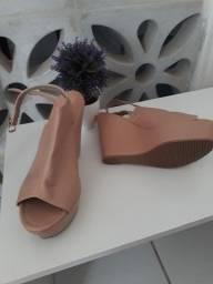 Sandália alta NOVA nunca usada