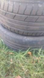 Vendo dois pneus 205/50/17 por 90 reais