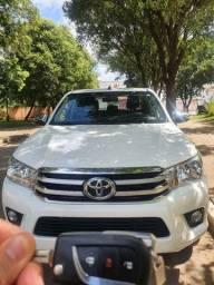 Vende se Toyota HILUX SRV ANO 2018 CD completa