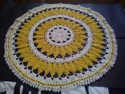 Tapete Crochê Redondo Cru com Amarelo