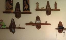 Prateleiras de madeira rústicas