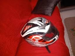 Vendo capacete usado muito pouco valor 180 ZAP *